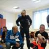 Przasnyscy policjanci doskonalą swoje umiejętności w zakresie udzielania pierwszej pomocy.