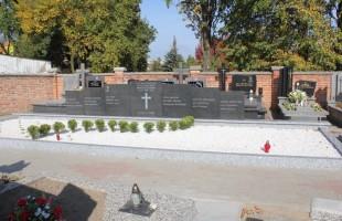 Remont zbiorowych mogił wojennych na cmentarzu parafialnym
