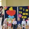 """TY I JA TO SERDUSZKA DWA"""" – Dzień Mamy i Taty w Kubusiowym Przedszkolu przy ul. Słowackiego."""