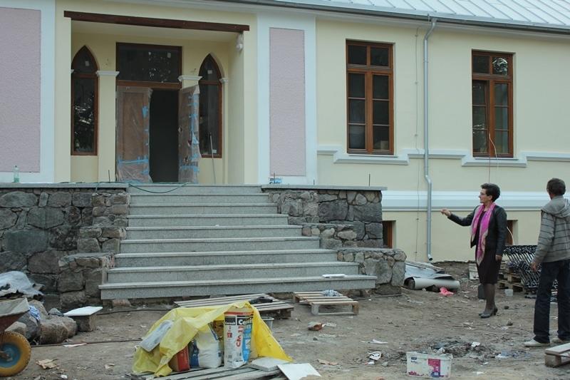 Rewitazlizacja zabytkowego dworu w Chojnowie - gmina Czernice Borowe